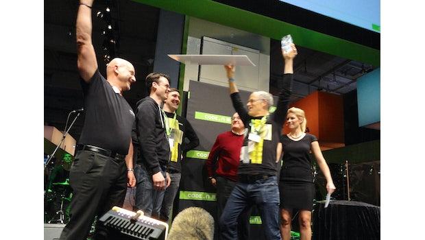 Jubelsprünge: Jackson Bond feiert den Sieg des CODE_n-Awards. (Foto: t3n)