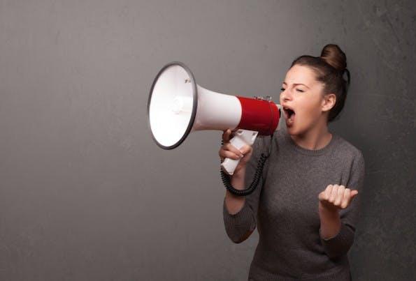 Keine klare Markenstimme zu besitzen, ist ein klarer Social-Media-Fail. (Bild: Shutterstock / ra2studio)