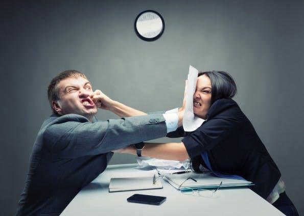 Streit Unter Mitarbeitern Schlichten Oder Lieber Raushalten