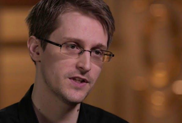 Private Nacktbilder sollten laut Edward Snowden trotz Überwachung durch NSA und Co. weiter verschickt werden. (Screenshot YouTube)