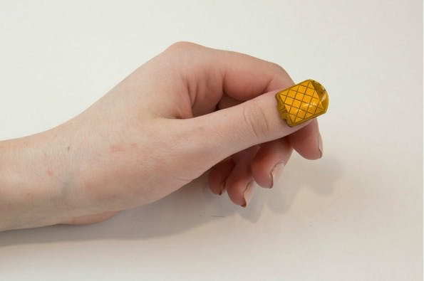 NailO: Der Fingernagel wird zum Mini-Trackpad. (Foto: MIT Media Lab)