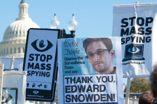 """Edward Snowden: """"Verschickt weiter Penis-Fotos"""""""