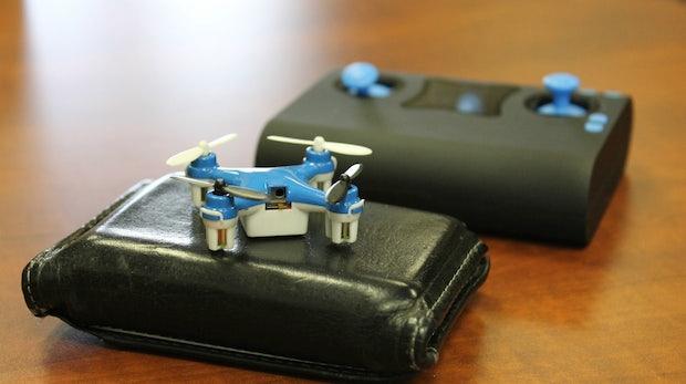 Wallet Drone: Die kleinste Drohne der Welt kostet 35 Dollar und passt in deine Hosentasche
