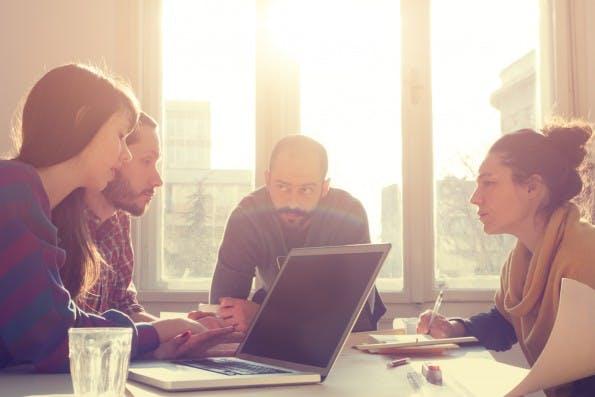 Arbeit im Team: Im digitalen Zeitalter haben Status und Arbeitsroutinen einen geringeren Stellenwert. (Foto: Shutterstock)