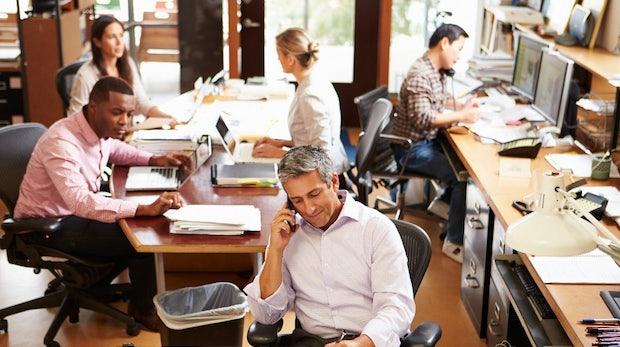 Die Tücken des Großraumbüros: 63 Prozent halten laute Kollegen für die größte Ablenkung
