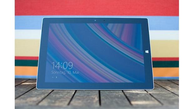 Das Surface 3 von Microsoft hat ein schickes Äußeres und eine gute Haptik. (Foto: Johannes Schuba)