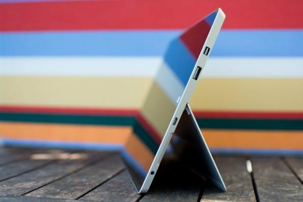 Das Surface 3 kommt mit einigen Anschlüssen. (Foto: Johannes Schuba)