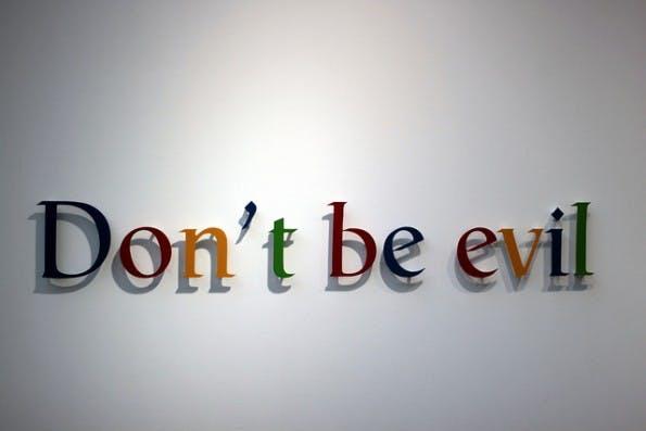 "Neben ""Don't be evil"" hat Google zehn offizielle Unternehmenswerte. (Foto: tangi bertin / flickr.com, Lizenz:  CC BY)"