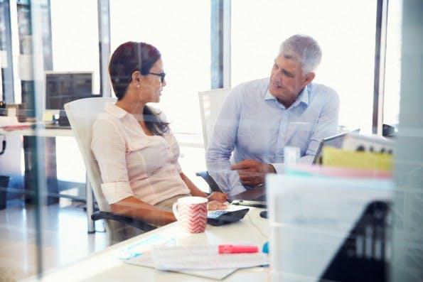"""""""Engaged Leader"""" engen ihre Mitarbeiter nicht ein, bringen ihnen aber trotzdem großes Interesse entgegen. (Foto: Shutterstock)"""