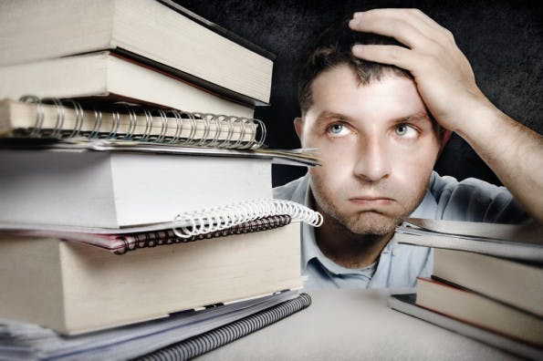 Was tun, wenn man nicht weiterkommt? Viele Chefs sind für ihre Angestellten in so einer Situation nicht erreichbar. (Foto: Shutterstock)