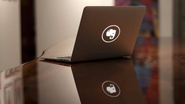 Vergesst Sticker: Mittels Lasercutter zu einem wirklich individuellen MacBook