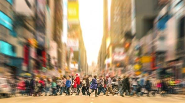 Immer in Bewegung bleiben und Leistung bringen. Viele Personen wandern von einem Job zum anderen. (Foto: Shutterstock-View Apart)