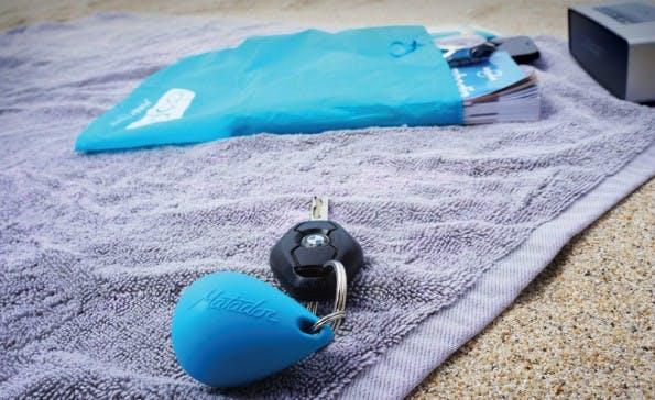 Zuverlässiger Schutz vor Sand und Wasser bietet der Droplet Bag für Technik. (Foto: Droplet)