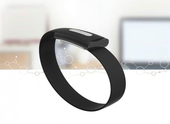 Das Nymi-Armband will kontaktloses Bezahlen mit dem Herzschlag authentifizieren. (Foto: Nymi)