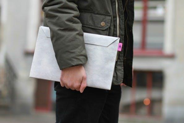 CrispyWallet will mit schlanken Hüllen für Smartphones und Laptops zum Erfolg. (Foto: CrispyWallet)