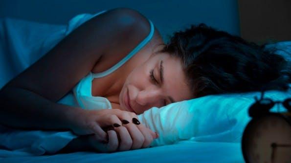 Mit ausreichend Schlaf fällt das Aufstehen leichter. (Foto: Shutterstock)