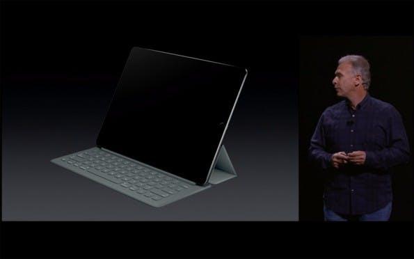 Apple bietet für das iPad Pro ein neues Smart Cover mit integrierter, mechanischer Tastatur an. (Quelle: Apple)