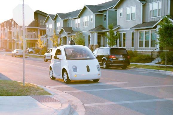 Googles Roboter-Autos sollen auch mal die Verkehrsregeln übertreten. (Foto: Google)