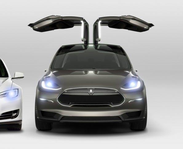 Die Türen des Tesla X öffnen nach oben. (Foto: Tesla Motors)
