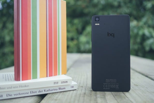 Anders als man erwarten würde, ist die Rückseite kein Fingerabdruck-Magnet. (Foto: Johannes Schuba)