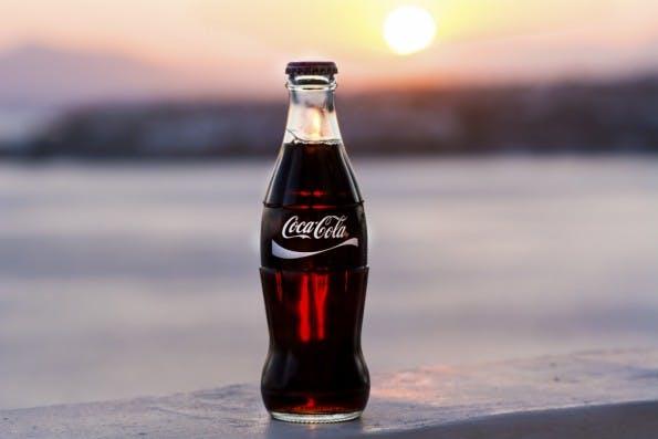 Klassisches Beispiel für eine Lovebrand: Coca Cola. (Foto: Boryana Manzurova / Shutterstock.com)