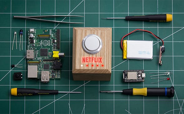 Netflix: Mit diesem Button versetzt ihr euer Wohnzimmer in den Heimkino-Modus. (Foto: Netflix)