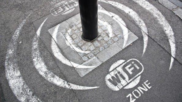 Es ist immer gut zu wissen, wo der nächste kostenlose WLAN-Hotspot zu finden ist. (Foto: Shutterstock)
