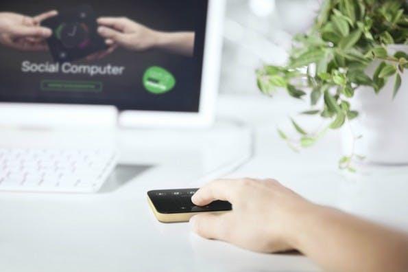 Solu wird zur Maus, wenn der Mini-Computer an einen Bildschirm angeschlossen wird. (Bild: Kickstarter/Solu)