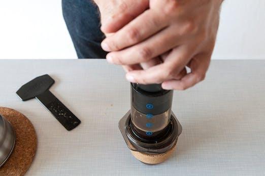 Kaffee für's Büro: Richtig pressen mit der Aeropress