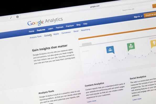 Google Analytics Premium: Die kostenpflichtige Variante der Analyseplattform bietet einige Vorteile im Vergleich zur Standard-Verison. (Foto: Ingvar Bjork / Shutterstock.com)