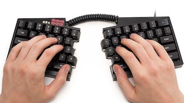 """Ergonomisch, programmierbar, mechanisch: Das macht diese Tastatur zum """"Ultimate Hacking Keyboard"""""""