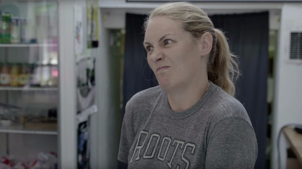 """First you pay, then you eat!"" Viral-Video zeigt, warum niemand gerne umsonst arbeitet"