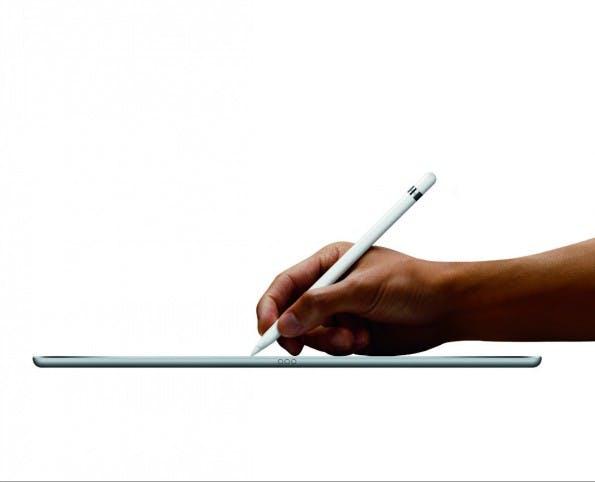 Das iPad Pro ist für seine Größe erstaunlich leicht. (Foto: Apple)