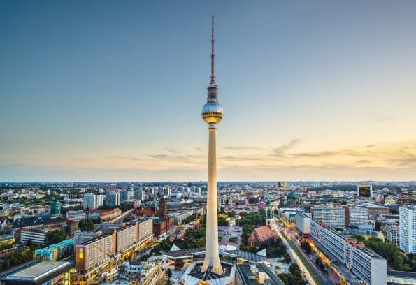 Berlin will auf Zukunftstechnologie 5G setzen und größere Förderbeträge aufbringen. (Foto: Shutterstock-Sean Pavone)