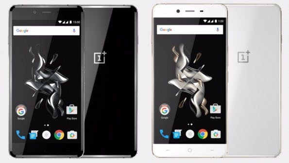 Außer in Schwarz mit Glasrücken wird das OnePlus X in Weiß/Gold und mit Keramik-Oberfläche angeboten. (Bild: OnePlus)