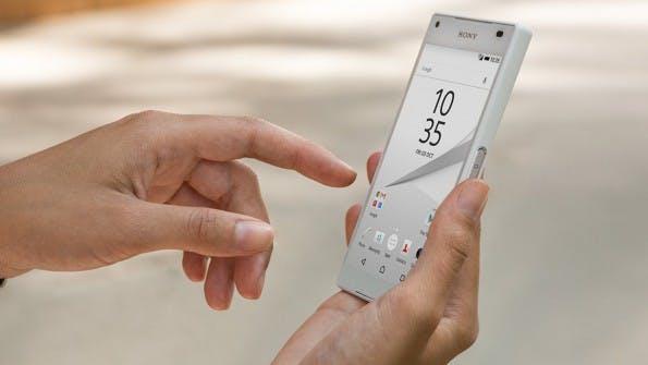 Das Sony Xperia Z5 compact ist ein kleiner Knubbel. (Bild: Sony