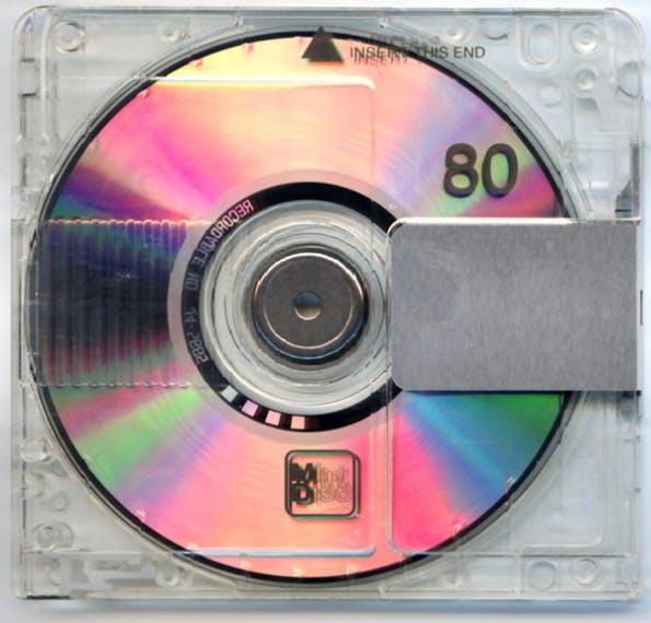 Die MD wurde im Mai 1991 vorgestellt, der Verkauf entsprechender Wiedergabe- und Aufnahmegeräte begann im November 1992 mit dem Sony MZ-1. (Bild: Wikipedia)