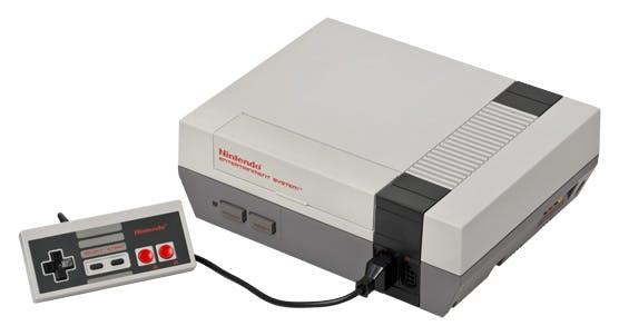Das Nintendo Entertainment System (abgekürzt NES) ist eine 8-Bit-Videospielkonsole von Nintendo. Sie kam 1993 auf den Markt und belebte den Videospiele-Markt neu. (Bild: Wikipedia)