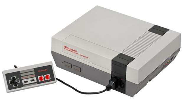 Das Nintendo Entertainment System (abgekürzt NES) ist eine 8-Bit-Videospielkonsole von Nintendo. Sie kam 1983 auf den Markt und belebte den Videospiele-Markt neu. (Bild: Wikipedia)