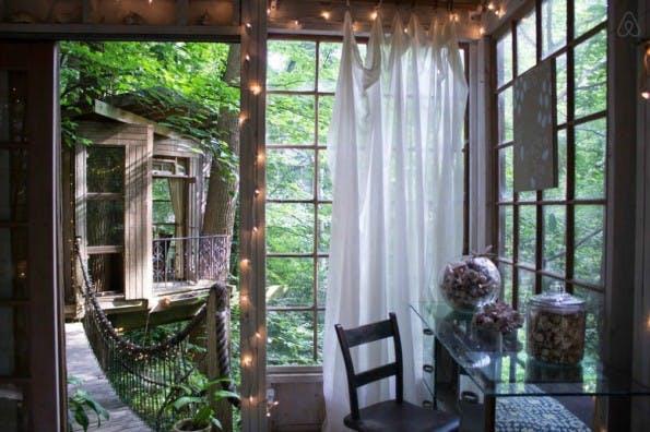 Eine Wohnung, die auf drei Baumhäuser im Herzen Atlantas aufgeteilt ist? Klingt verlockend. (Foto: Airbnb)