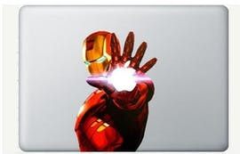 Mit Tony Stark aka Iron Man lässt sich das Apple-Logo auch passend in Szene setzen. (Bild: Amazon)