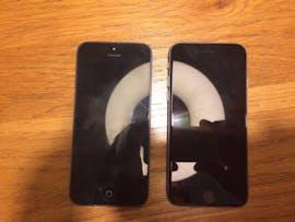 Auf diesem Bild soll das iPhone 5se (rechts) im Größenvergleich mit dem iPhone 5 zu sehen sein. (Foto: One More Thing)