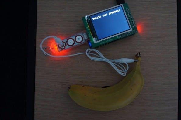 Dank Raspberry Pi und Makey Makey Go: Diese Banane erlaubt euch den Zugriff auf das lokale WLAN. (Foto: sysvival / imgur)