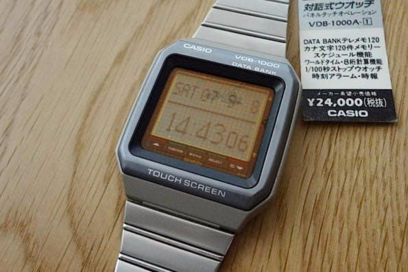 Casio und Data Bank stellten bereits 1990 die Armbanduhr VDB-1000 vor, die mit Touch und Apps lief. Quasi der Vorgänger der heutigen Smartwatches? (Screenshot: YouTube)