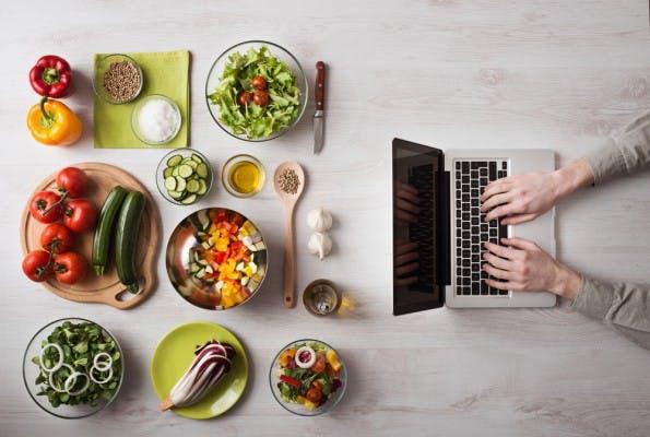 Egal ob Tech-, Politik- oder Foodblogger. Wir alle profitieren von einigen Gestaltungsregeln – der perfekte Blogpost! (Foto: Shutterstock-Stock-Asso)