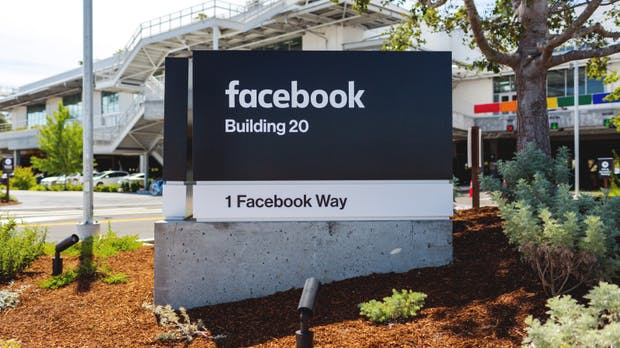 Harter Schlag für IBM: Facebook zieht Whatsapp auf eigene Server um