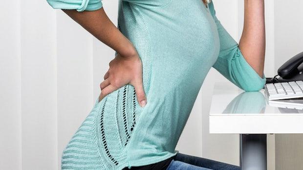 Mit diesen 17 Schreibtisch-Übungen sagt ihr Rückenschmerzen und Co. den Kampf an