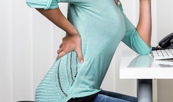 Mit diesen 17 Schreibtisch-Übungen sagt ihr Rückenschmerzen und Co. den Kampf an [Infografik]