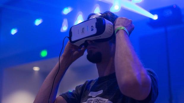 """""""Beam Me Up, Boss"""" – Virtuelle Realität, Silicon Valley, Hollywood und die Zukunft der Arbeit"""