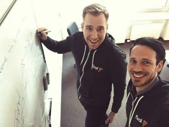 Zusammen mit CTO Michael Wallbaum will Aaron Kielhau (rechts) aus Pay with a Tweet ein profitables Business machen. (Foto: Firal)